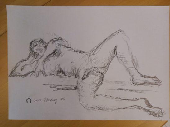 Croquis-tegning af nøgen mand liggende ved stranden tegnet 2020 af Lars Stounberg
