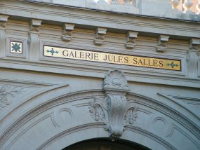 "The building for the exhibition is called  ""Galerie Jules Salles"""