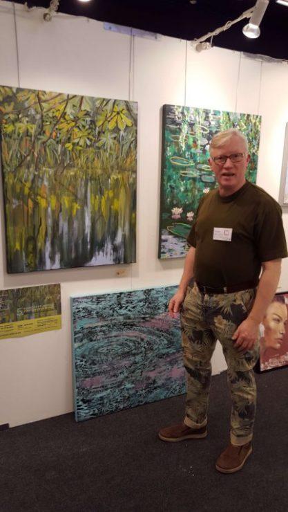 Lars Stounberg viser sine malerier med vand