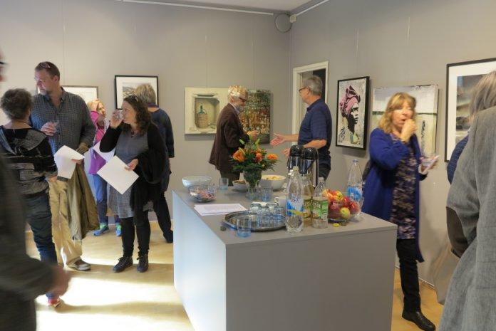 Foto af fernisering på udstillingen - Konst på kryss 2015