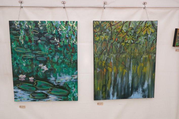 Indtryk af Lars Stounbegs malerier på udstillingen Kunst i teltet Hornbæk strand 2015
