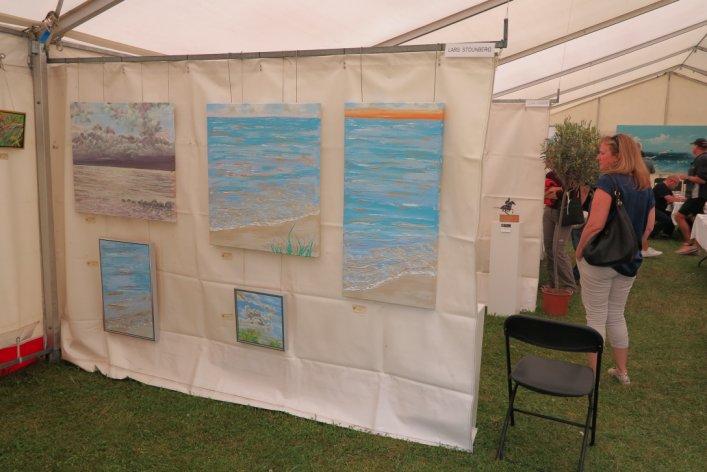 Lars Stounbergs havmalerier på udstillingen Kunst i teltet Hornbæk strand 2015