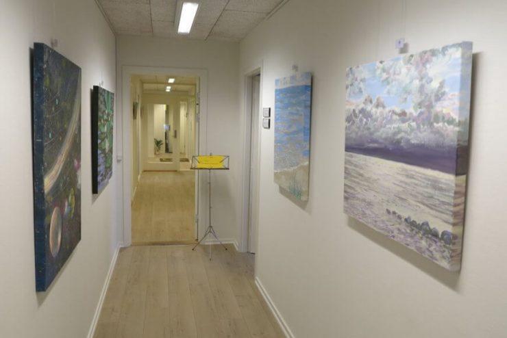 Havmalerier morgen dunkle skyer - maleri-udstilling boulevarden Odder 2017