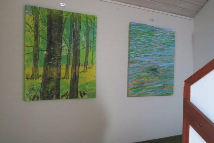 Malerier med bøgeskov og vandspejl med på udstillingen Erhvervshuset Boulevarden Odder 2017
