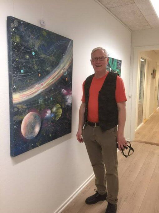 Udstilling maleri verdensrummet natur vist af Lars Stounberg til fernisering maleriudstilling Kontorhust Boulevarden Odder 2017