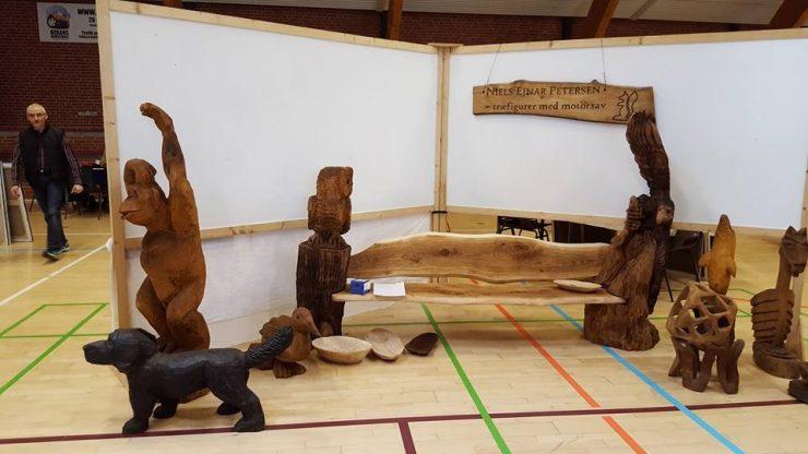 Kunstudstilling Ørting Hallen påsken 2016 træfigurer